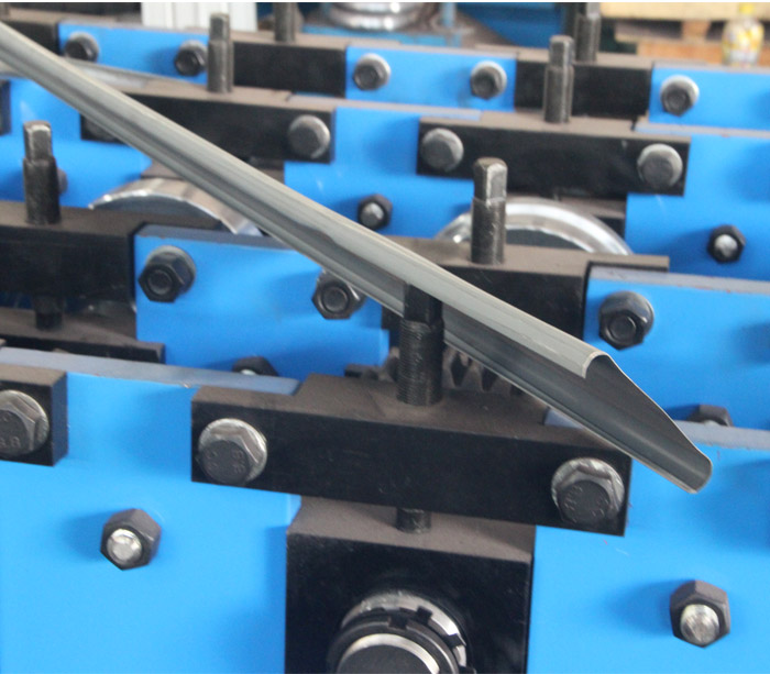 Drywall frame roll forming machine for metal stud and track