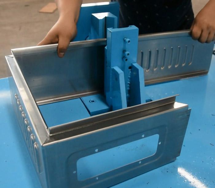 Коробка из листового металла Профилегибочная машина для электрической