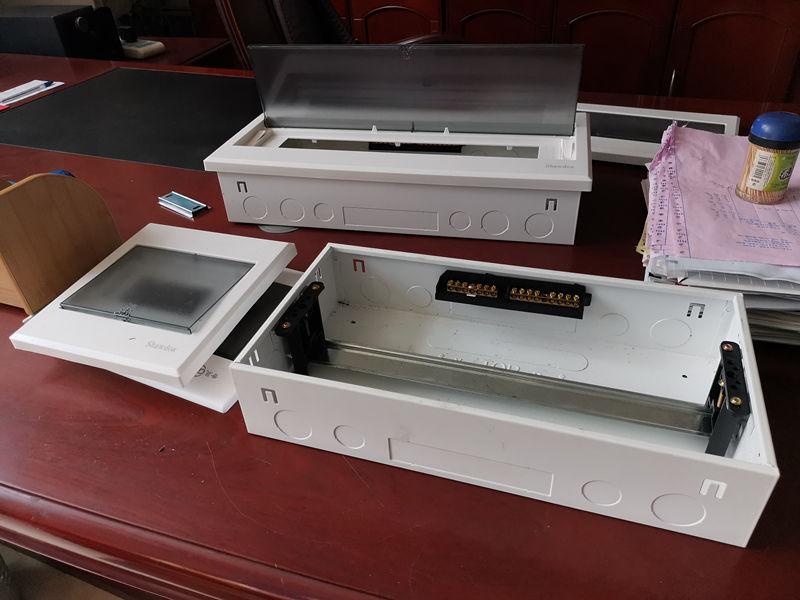Caja multimedia de China riel montado en interruptor línea de producción para consola modular de pared con caja de metal