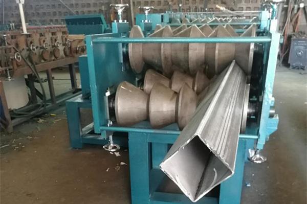 Профилегибочная машина для производства эллиптических труб