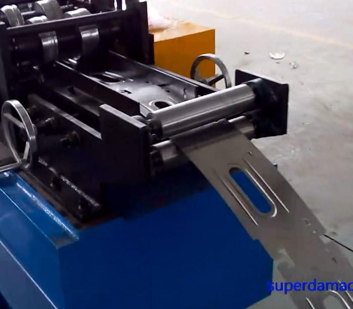 Машина для производства банковских сейфов коробка