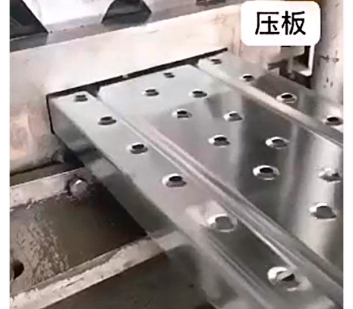 Профилегибочная машина для панели педали лесов