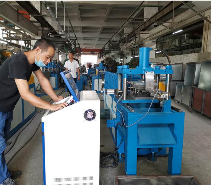 Профилегибочная машина для производства стальных рулонов