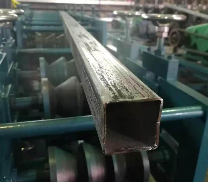Профилегибочная машина для производства прямоугольных труб